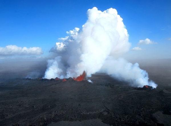 Icelandic rift today erupting lava Credit: Morgan Jones and Henrik Svenson